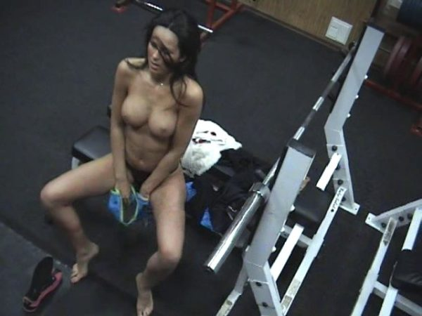 Bimbo changing in the gym!