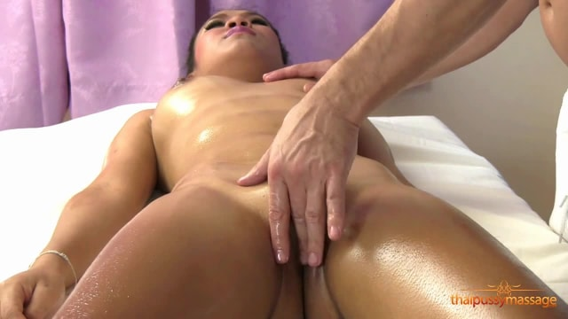 Young Thai girl wants to try a massage service with a male masseur and gets her money's worth
